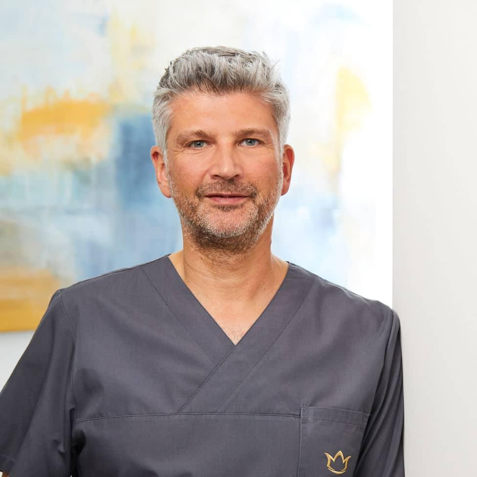 Dr. Achmed Tobias Scheersoi, Facharzt für Plastische und Ästhetische Chirurgie